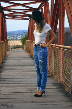 Look calça jeans boyfriend destroyed chapeu scarpin 08