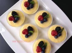 Mini cheesecakes s citronovým krémem Mini Cheesecakes, Mini Muffins, Desserts, Cupcakes, Food, Tailgate Desserts, Deserts, Cupcake Cakes, Essen