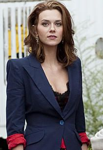 Everything Sara Ellis (played by Hilarie Burton) wears on White Collar is eye catching. Trendy, but not over the top. Hilarie Burton White Collar, Hillary Burton, Sara Ellis, Divas, Red Band Society, Victoria Secret Outfits, Vogue, Comic, Classic Beauty