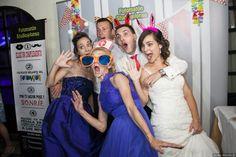 Divierte a tus invitados poniendo un Fotomatón en tu boda. #fotomatonboda #fotomatonmadrid #fotomatonbodamadrid #detalleinvitados #diversion #fiesta Prom Dresses, Formal Dresses, Poses, Fashion, Photo Studio, Christening, Dresses For Formal, Figure Poses, Moda