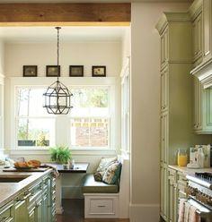 grüne-Küche-klassischer-Stil-Sitzecke