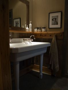 love this ledge idea for a small bathroom with no counter space.