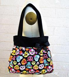 ♥Sugar Skull Purse  ♥This handbag is made with a 100% cotton ♥The interior is made with a 100% cotton black and white polka dot interior. ♥The 6 pleats