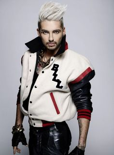 Sorry, I had to post this. This picture is so fascinating… Tokio Hotel, Bill Kaulitz.