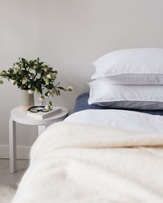M i n u t e s – Textiles are clothes for the home. Just like when dressing myself, I like to use them in layers: pile up extra blankets, cushion, sheepskins and rugs in the winter and then strip them down in April, May to fit the airier spring and summer mood.