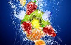 Healthy Fruits in water | Lebensmittel aus der industriellen Fertigung, gelagert im Kühlschrank oder der Tiefkühltruhe sowie in der Mikrowelle zubereitet, besitzen eine geringe oder gar keine Biophotonen-Konzentration. Naturkonform angebaute Lebensmittel werden während der Wachstumsphase mit Biophotonen aus der Sonne und der natürlichen Umwelt angereichert. Somit sind in der Regel Bio-Lebensmittel mit erhöhter Biophotonen-Konzentration ausgestattet. #Vital #Obst www.earthangel-family.de
