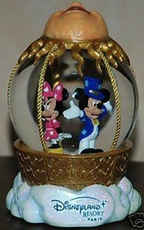 Disneyland Paris Mickey and Minnie Snow Globe
