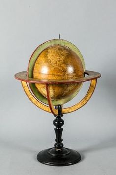 Globe terrestre en papier mâché reposant sur un socle en bois tourné Objet D'art, Globes, Instruments, Map, Beautiful, Celestial Sphere, Polka Dot, Turned Wood, Scientists