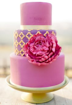 Radiant Orchid Wedding Cake with Gold Detailing / #radiantorchid #radiantorchidwedding