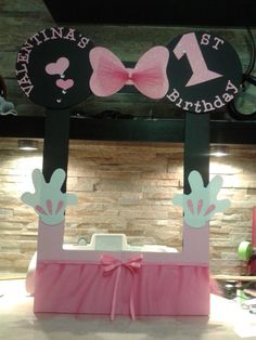 minnie mouse photo booth frame