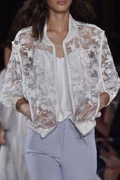 mulberry-cookies: Valentin Yudashkin Spring/Summer 2015 (Details) - Guadalupe C Bz - Free Trendy Fashion, Fashion Models, Winter Fashion, Womens Fashion, Fashion Trends, Style Fashion, Vogue Fashion, Fashion Designers, Paris Fashion