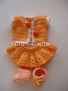 outfit for crochet doll, free pattern Click visit link above for more info Cute Crochet, Crochet Crafts, Crochet Toys, Crochet Baby, Crochet Projects, Crochet Doll Dress, Crochet Doll Clothes, Doll Clothes Patterns, Doll Patterns