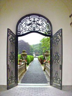 Italian Villa Gates