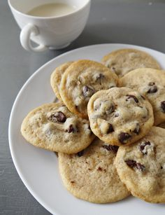 The Best Chocolate Chip Cookies Ever and they so happen to be vegan » Sounds like a challenge I will have to accept!