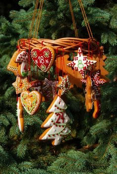 gingerbread advent calendar Before Christmas, Christmas Time, Christmas Crafts, Merry Christmas, Xmas, Christmas Ornaments, Christmas Stuff, Christmas Recipes, Gingerbread Decorations