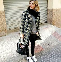 Buenos días. .....os deseo un feliz año a todos!!!!!!!! #tarracostyle #streetstyle #modafeminina #lookoftheday #fashion #picoftheday #fandetarragona #fashionbloger #ponteguapa #bimbaylola #tarragona #creaporfavorcrea #outfit #outfitoftheday #adidas