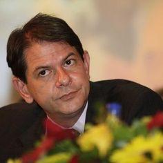 Professor deve trabalhar por amor, não por dinheiro, diz Cid - Ceará - iG