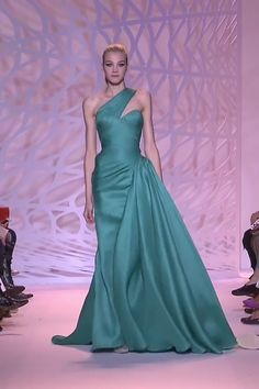 Asymmetric Turquoise One Shoulder Sheath Evening Maxi Dress / Evening Gown with a Train. Runway Show by Zuhair Murad Couture Fashion, Fashion Show, Runway Fashion, Stylish Dresses For Girls, Nice Dresses, Red Bridesmaid Dresses, African Traditional Dresses, Inspiration Mode, Luxury Dress