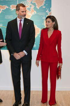 Si estás buscando un look de invitada en rojo, no te pierdas el último estilismo de Letizia- ElleSpain