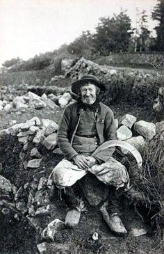 Coupeur de bruyère, environs de Quimper, Finistère.