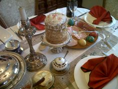 Just wanted to share our russian orthodox easter table: CULICH, boiled eggs, and  cold cuts / Cena rusa ortodoxa de Pascua