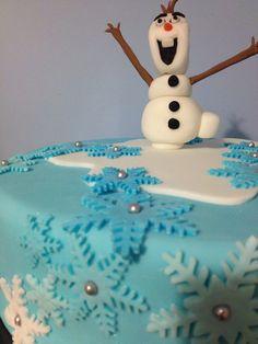 Olaf frozen Xmas cake Olaf Frozen, Homemade Cakes, Xmas, Desserts, Food, Tailgate Desserts, Deserts, Christmas, Eten