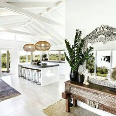 """""""Our kitchen at THE GROVE is my favourite space for family catch ups. #byronbayholidays #luxuryholidays #byronbayhinterland #luxuryretreats #interior…"""""""