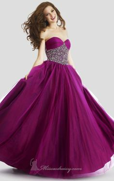Miren este bonito y coqueto vestido Vestido Morado, Bonito, Vestidos Coloridos De Fiesta, Vestidos Bonitos, Vestidos De Novia, Vestidos Formales, Trajes De Baile De Graduación, Vestidos Para Homecoming, Quinceanera Dresses