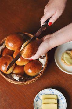 farmors bløde bamseboller - fødselsdagsboller - teboller - theboller Cooking Bread, Bread Baking, Food Crush, Dough Recipe, Love Cake, Diy Food, Cake Recipes, Sweet Treats, Food And Drink