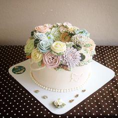 Buttercream flower cake by Ellebaking