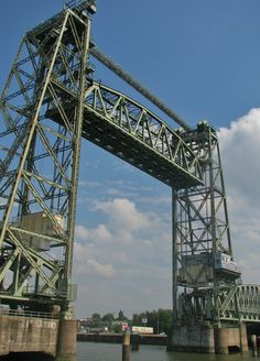 Old abandond railroadbridge 'De hef' at Rotterdam. Photo by Petka.