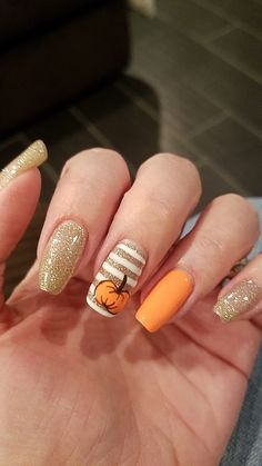 Gold nails with an orange pumpkin. Gold nails with an orange pumpkin. Cute Acrylic Nail Designs, Fall Nail Art Designs, Fall Acrylic Nails, Fall Nails, Thanksgiving Nails, Dream Nails, Halloween Nails, Purple Halloween, Toe Nails