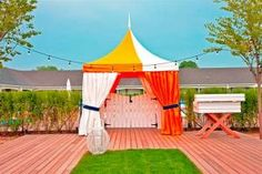 Color block tenting with grass accents/ rug