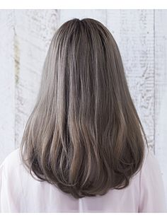 Dark ash blond/ light ash brown hair colour without warmth and caramel highlight. Silver and cool undertones in brown hair. Lovely brown hair, light without warmth. Carmel Hair Color, Hair Color Dark, Blonde Color, Cool Hair Color, Hair Colour, Medium Hair Styles, Short Hair Styles, Hair Color 2017, Caramel Hair