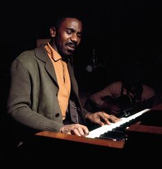 Jimmy Smith December 1925 - February He was an African-American jazz musician with a long career. Died of natural causes in AZ. Mod Music, Francis Wolff, Jimmy Smith, Hammond Organ, Classic Jazz, Free Jazz, Cool Jazz, Jazz Guitar, Shaquille O'neal
