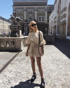 Boots and summer outfit Paris Outfits, Mode Outfits, Fashion Outfits, Fashion Fashion, Fashion Tips, Spring Summer Fashion, Spring Outfits, Autumn Fashion, Summer Outfit
