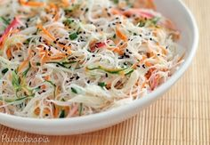 Salada de macarrão de arroz | 15 receitas deliciosas que vão fazer você comer mais salada do que nunca