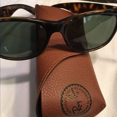 Ray Ban Wayfarer Great condition ray bans, tortoise frame color Ray-Ban Accessories Sunglasses
