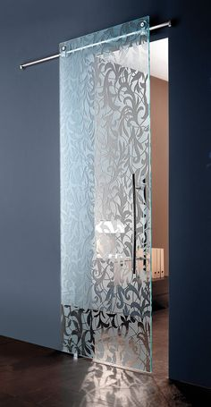Porta scorrevole in vetro con stampa diretta a nanocoloranti effetto satinato.#00124 #design #architettura #zerozero124 #vetro #vetrostampato #portascorrevole #portavetro
