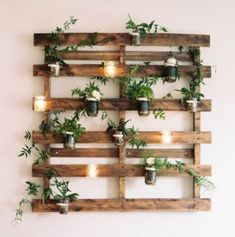 30 second trick for diy pallet projects easy home decor 112 Pallet Wall Decor, Wooden Pallet Projects, Wooden Pallets, Diy Wall Decor, Recycled Pallets, Wall Decorations, Pallet Ideas, Bedroom Decor, Decoration Restaurant