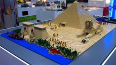 30 Amazing LEGO Versions of Famous Monuments - ViraLuck History Projects, Lego Projects, Ancient Egypt Activities, Egypt Crafts, Lego Kits, Lego Display, Famous Monuments, Lego Castle, Lego Worlds