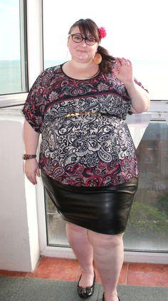 Just me, Leah.: PVC and paisley - the outfit post. Best Plus Size Dresses, Plus Size Skirts, Plus Size Outfits, Skirt Fashion, Fashion Outfits, Trendy Plus Size Fashion, Full Figure Fashion, Full Figured Women, Paisley