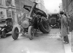 1923: A steam traction engine with a broken rear axle in Pall Mall, London