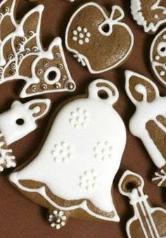 Royal Icing on Cookies Christmas Biscuits, Christmas Sugar Cookies, Christmas Baking, Gingerbread Cookies, Christmas Sweets, Gingerbread Houses, No Fail Sugar Cookie Recipe, Sugar Cookies Recipe, Yummy Cookies