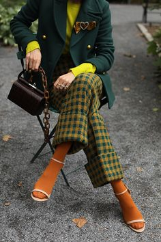 Blair Eadie of Atlantic-Pacific showcasing colored tights. Click through for ideas of how to wear and style colored tights this season! Preppy Fall Fashion, Look Fashion, Winter Fashion, Fashion Outfits, Womens Fashion, Fashion Trends, Heels Outfits, Girly Outfits, Fashion 2018