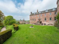 airlie-castle-angus- 4500-5000/week - can be fully catered