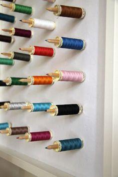 Ideias para organizar o quarto de costura gastando pouco
