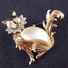 Vintage Brooch Pin Cat Fox Lion Dog Animal Thermoset Rhinestone Gold Tone E91