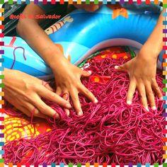 Juego con espaguetis de colores! Let's play with spaghettis!
