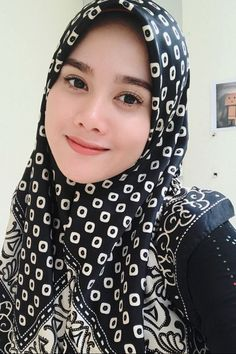 Beautiful Hijab, Beautiful Asian Girls, Beautiful People, Beautiful Women, Hijabi Girl, Girl Hijab, Muslim Girls, Muslim Women, Hijab Dp